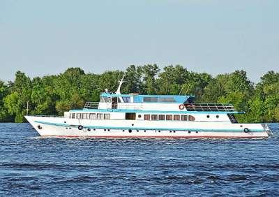 Катание на яхте по Днепру - лучший способ отдохнуть летом!